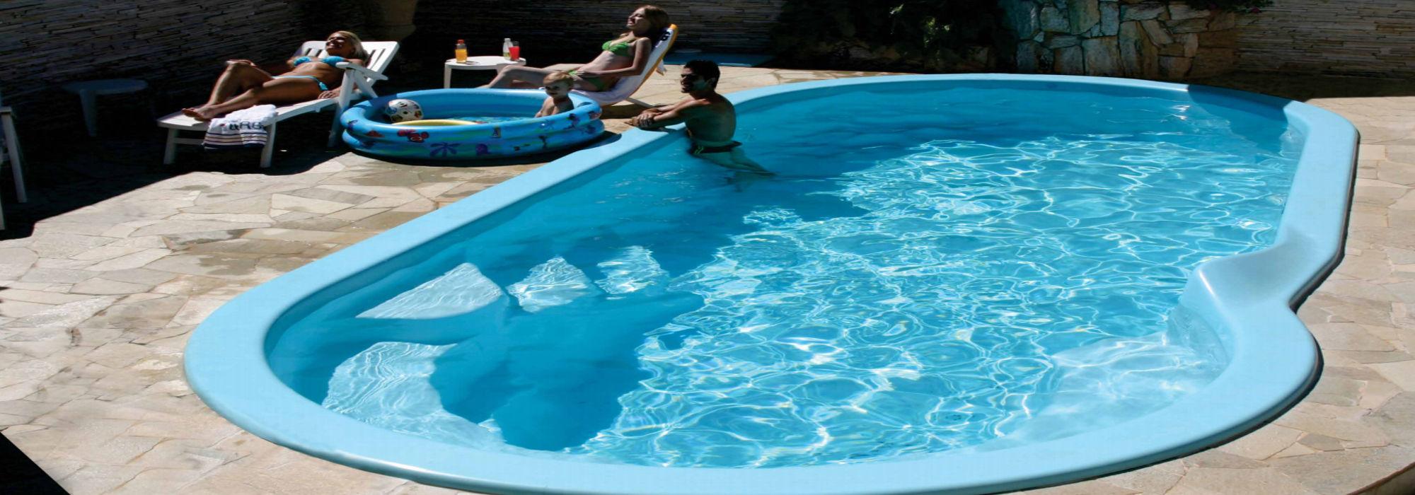 Piscinas piscinas de poliester venta y montaje for Piscinas estrechas y alargadas