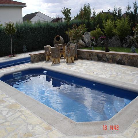 Piscina ibiza 4 40 x 2 28 piscinas de poliester for Piscina cuadros leon