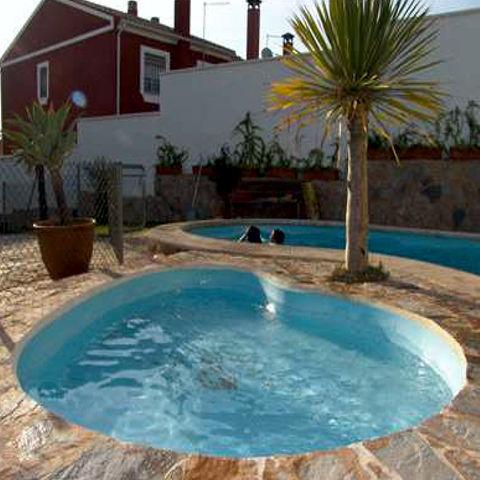 Piscina noemi 3 00x2 10 2 30 piscinas de poliester for Piscina cuadros leon