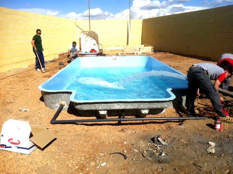 Procesos de montaje piscinas de poliester daype for Piscinas de poliester economicas