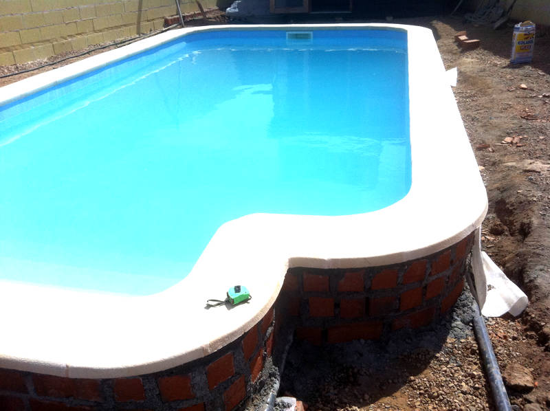 Procesos de montaje piscinas de poliester daype for Coronacion de piscinas