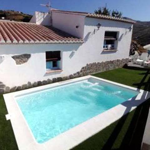 Piscinas piscinas de poliester venta y montaje - Cuanto cuesta una piscina prefabricada ...