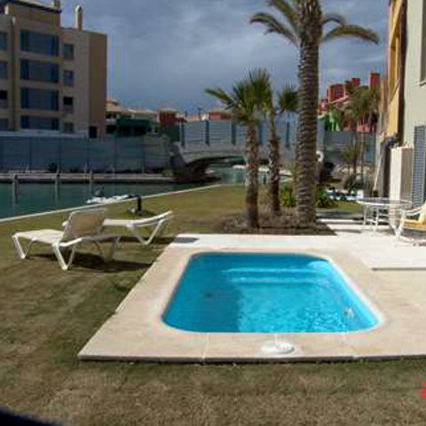 Piscina tarifa 3 80 x 2 15 piscinas de poliester for Piscina cuadros leon